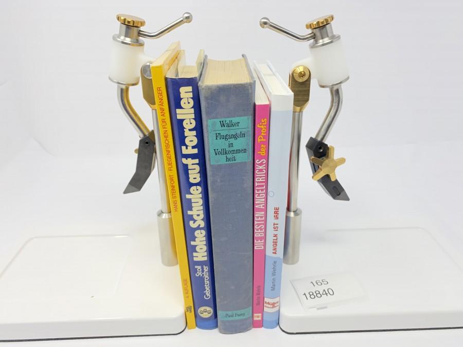 5 Bücher: Fliegenfischen für Anfänger von Hans Steinfort, Hohe Schule auf Forellen von Erich Stoll/Hans Gebetsroither, Flugangeln in Vollkommenheit von C.F.Walker, Die besten Angeltricks der Profis von Martin Wehrle, Angeln ist Irre von Martin Wehrle