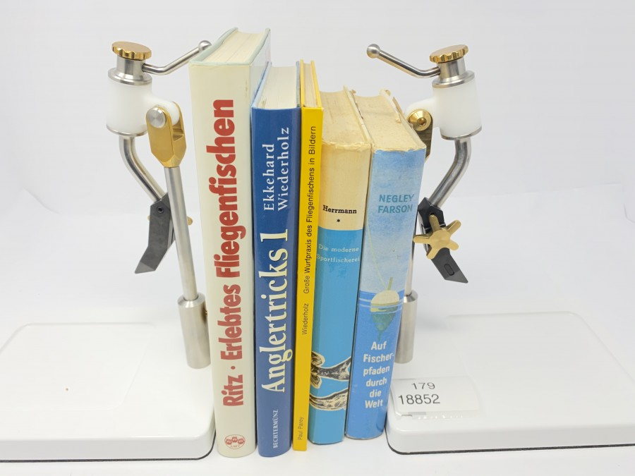 5 Bücher: Erlebtes Fliegenfischen von Charles Ritz, Anglertricks 1 von Ekkehard Wiederholz, Große Wurfpraxis des Fliegenfischens in Bildern, Die moderne Sportfischerei von Dr. Hermann, Auf Fischerpfaden durch die Welt von Negley Fasson