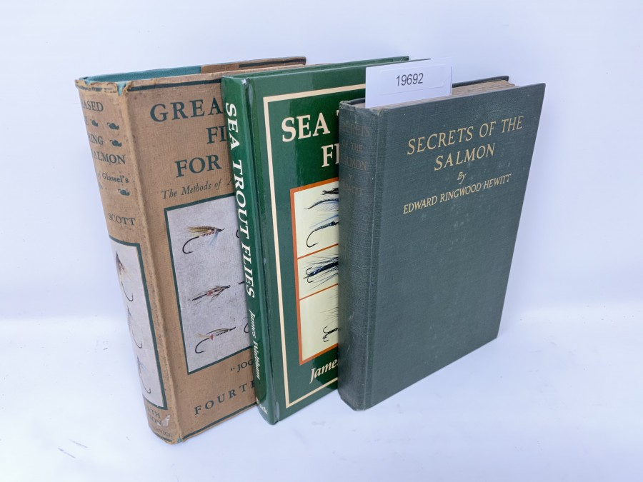 3 Bücher: Greased Line Fishing for Salmon, The Methods of A-H.E. Wood of Glases, Jock Scott, 4. Auflage; Umschlag ist 4, Secrets of the Salmon, Edward Ringwood Hewitt, 1925; Sea Trout Flies, James Waltham, 1988