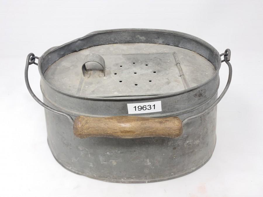 Köderfischkessel, Weißblech, ca. 1930, oval unten 280x180mm oval oben 200x150mm, Tragebügel