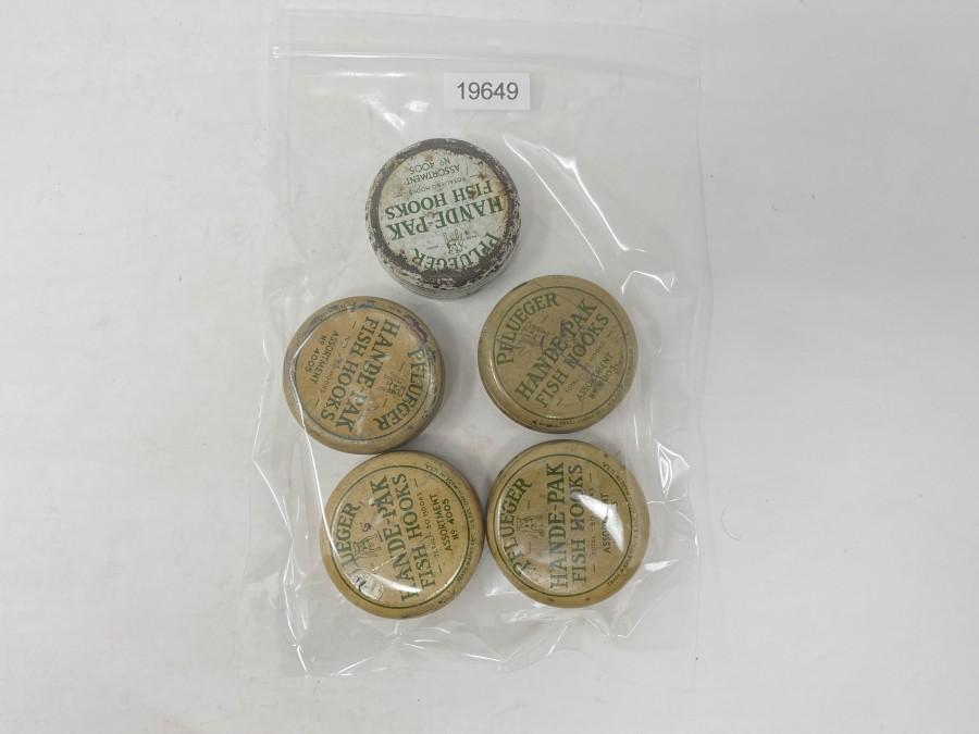 5 Dosen: Pflüger Hande-Pak- Fish Hooks Assortment No. 4005, Pflüger, 5 Flaschen mit Öl No. 379, 4 mit Label, 1 Tube Freilaufet No. 2120, Originalbox