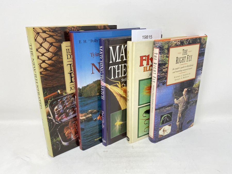 5 Bücher: The New Illustrated Dictionary of Trout Flies, John Roberts, 1986; Tying and Fishing the Fuzzy Nymphs, E.H. Polly Rosborough, 1988; Matching the Hatch, Stillwater, River & Stream, Pat O´Reilly, 1997; Fly Tying Illustrated for Nymphs and Lures, Freddie Rice, 1976; The Right Fly, Stephen J. Simpson/George C. McGavin, 1996