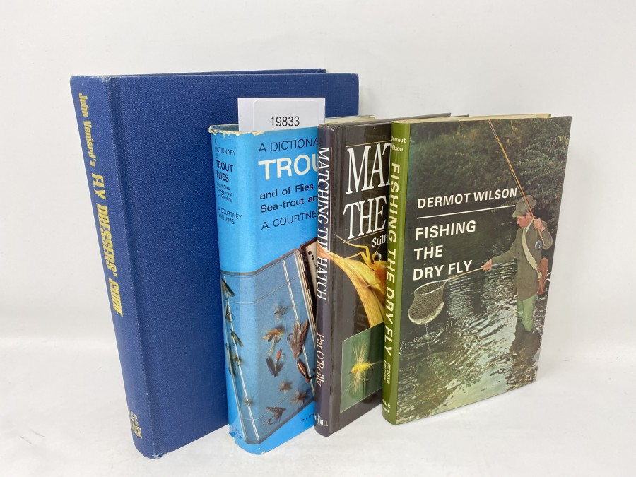 4 Bücher: Fly Dressers´Guide, John Veniard, 1973; Trout Flies and of Flies for Sea-trout and Grayling, A. Courtney Williams, 1977;  Matching the Hatch Stillwater, River & Stream, Pat O´Reilly, 1997; Fishing the Dry Fly, Dermot Wilson, 1981
