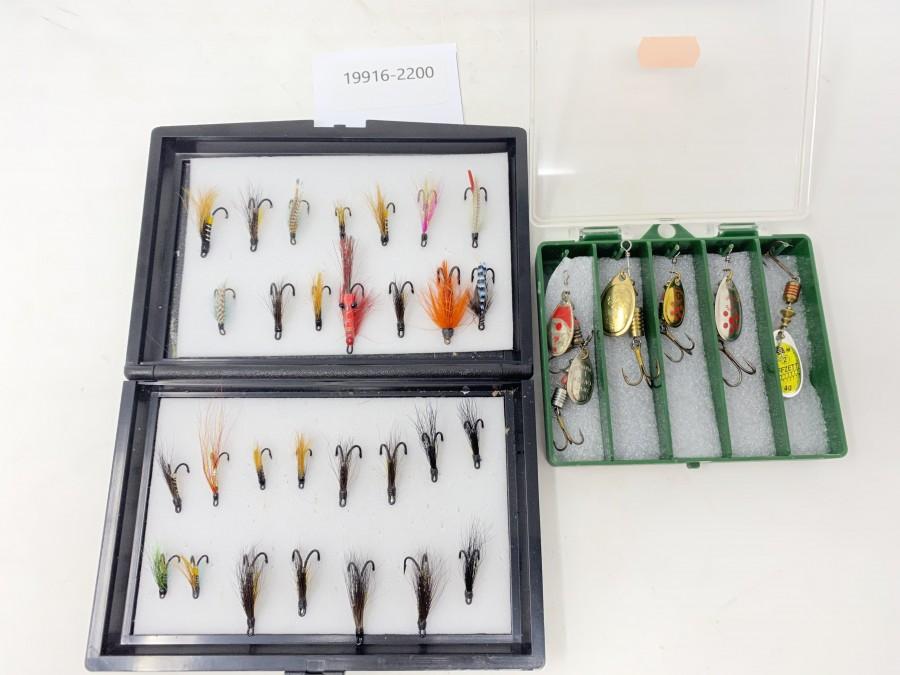 Kunststoffbox mit 30 Lachsfliegen auf Doppelhaken, Kunststoffbox mit 6 Mepps Spinnern