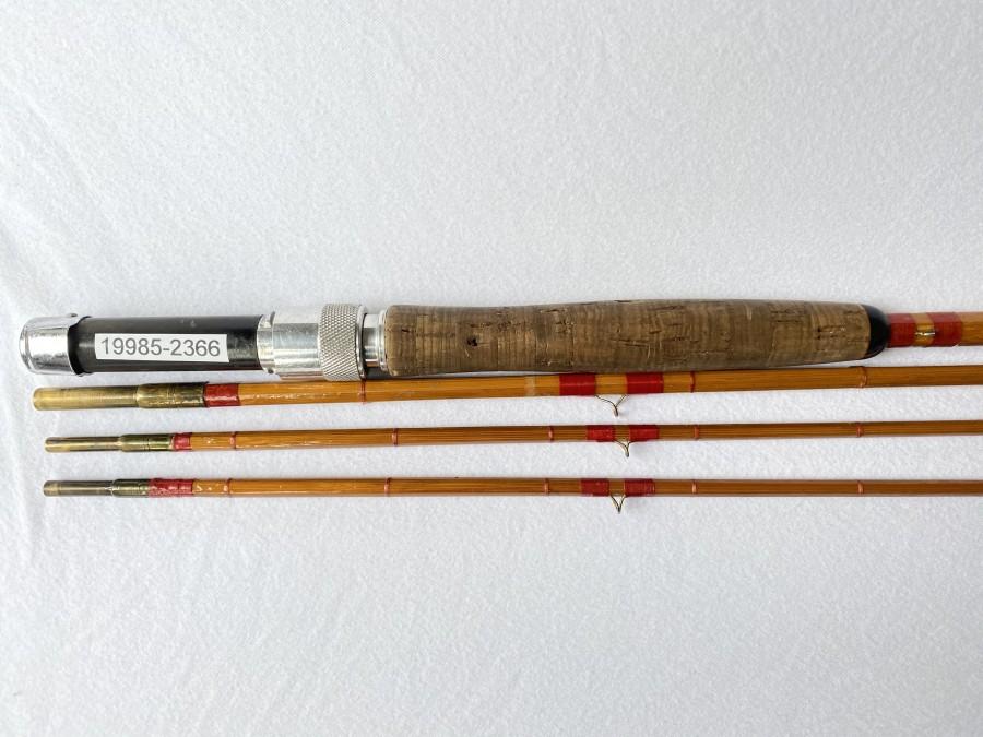 Gespliesste Fliegenrute Original Noris, 214, Kamerad, 3tlg., 2,80m, #7, Reservespitze, parabolische Aktion, Hülsen in Ordnung, ohne Futteral, Gebrauchsspuren