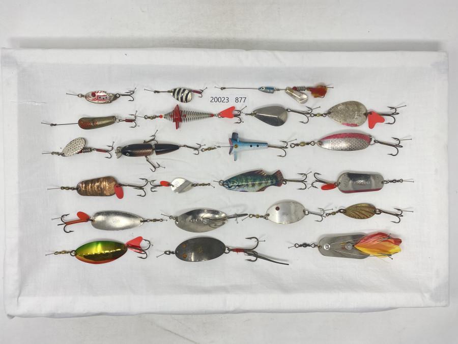 22 verschiedene alte DAM Köder, ca. aus der Zeit 1950 bis 1970, Köder zum Fischen oder Sammeln, guter Zustand
