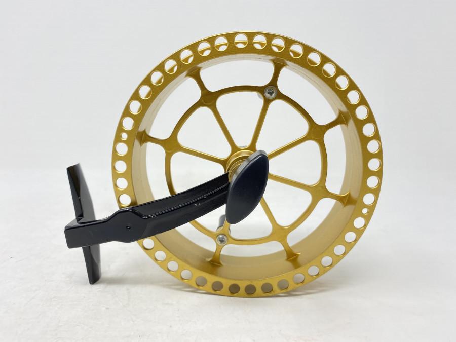 Hegene Laufrolle, Alu Rollenfuß, schwarz, goldfarbene Spule, 130mm Durchmesser, technisch sehr gut, einige Gebrauchsspuren