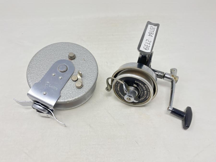 2 Angelrollen: Bache Brown Spinning Masterreel, Wenderolle ll 4.50R, Rechtshand, technisch einwandfrei, leichte Gebrauchsspuren