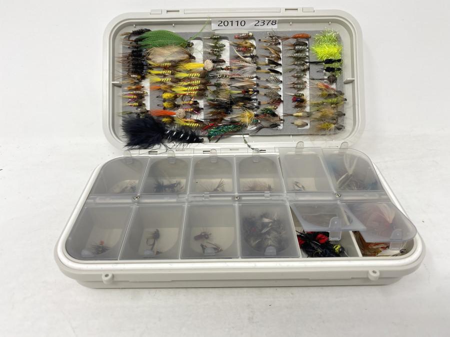 CF Fliegenbox, 12 Fächer mit ca. 100 Trockenfliegen, im Deckel geschlitzter Schaum mit 95 Streamern, Nassfliegen und Nymphen