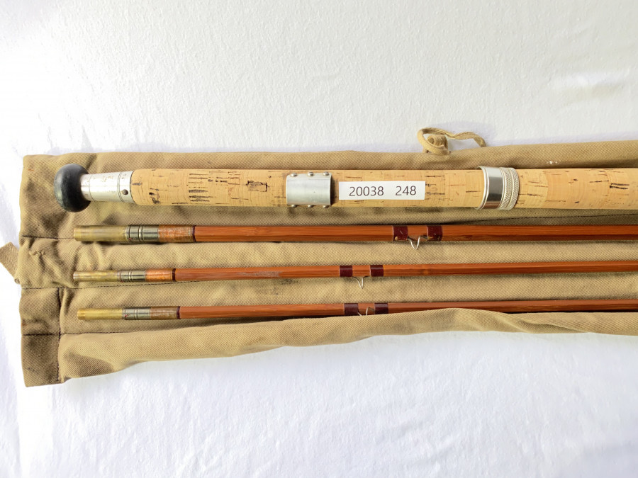 Gespliesste Lachsfliegenrute, Farlow Impregnated, Messinghülsen, 3tlg., 12 Fuß, #9, Reservespitze, Futteral, sehr guter Zustand