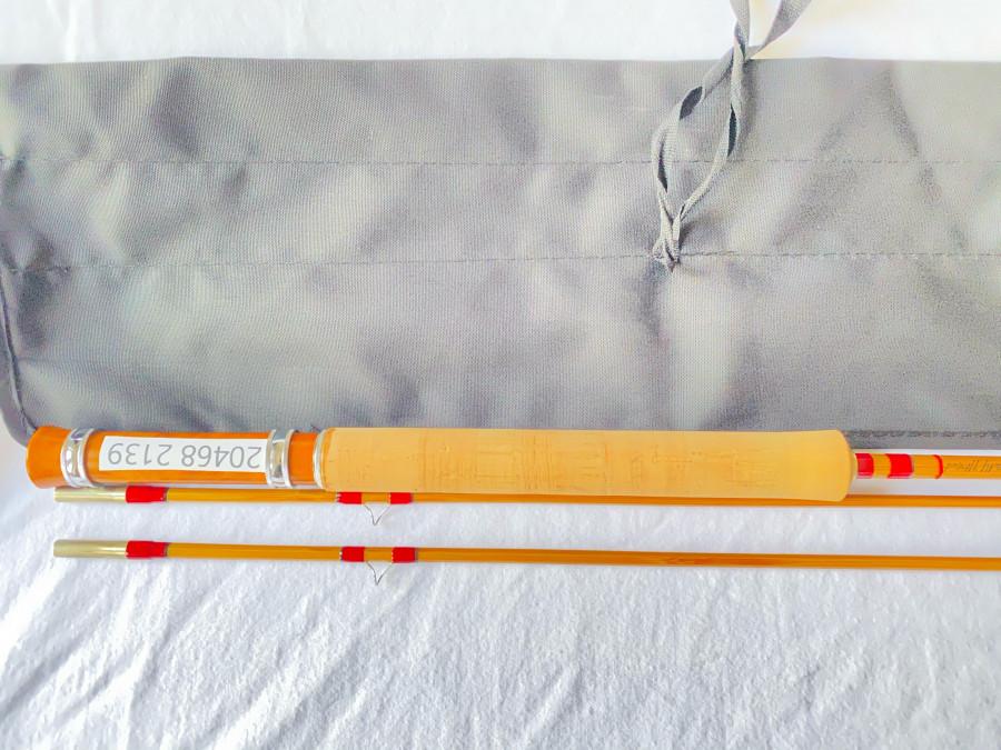 Gespliesste Fliegenrute, Ritz fly rod, 2tlg, 2,10m lang, Klasse 4, 85 Gramm, Ersatzspitze, Parabolische Aktion, se, MADE IN CHINA sehr ordentliche Arbeit, Futteral und Alurohr