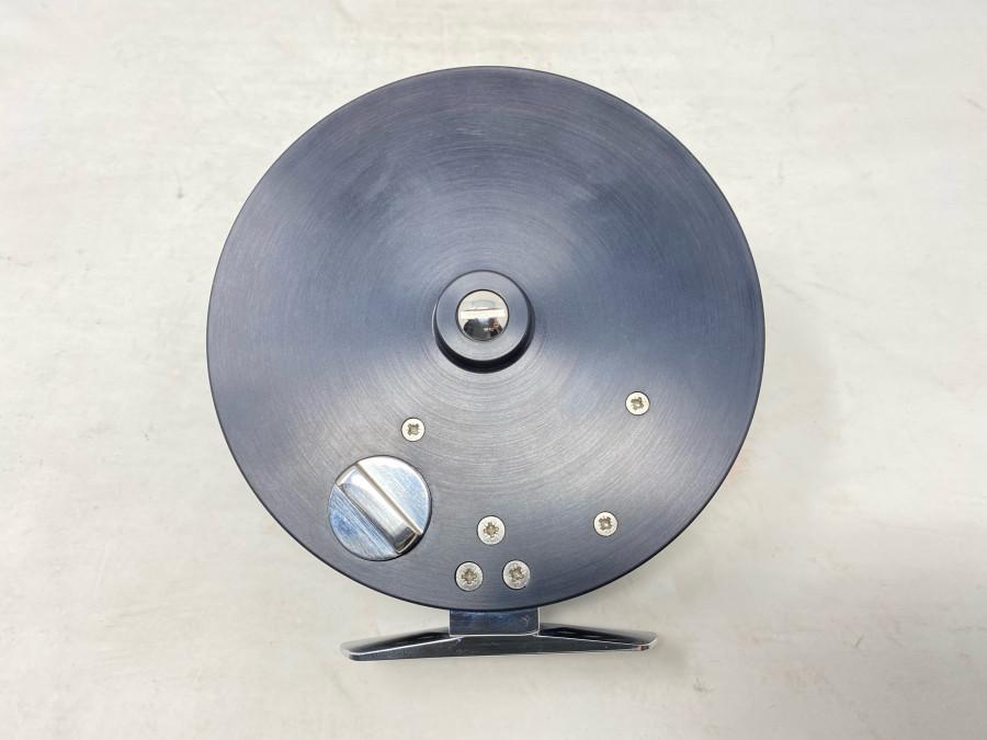 Englische Centre Pin Rolle, schwarz, 115mm Aussendurchmesser, Spulenbreite 17mm Innen, läuft perfekt, neu und ungefischt