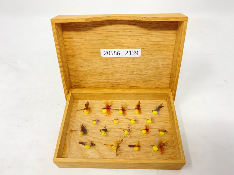 Holzfliegenbox, 18 Stück Äschen- und Forellenfliegen, sehr gute Qualität
