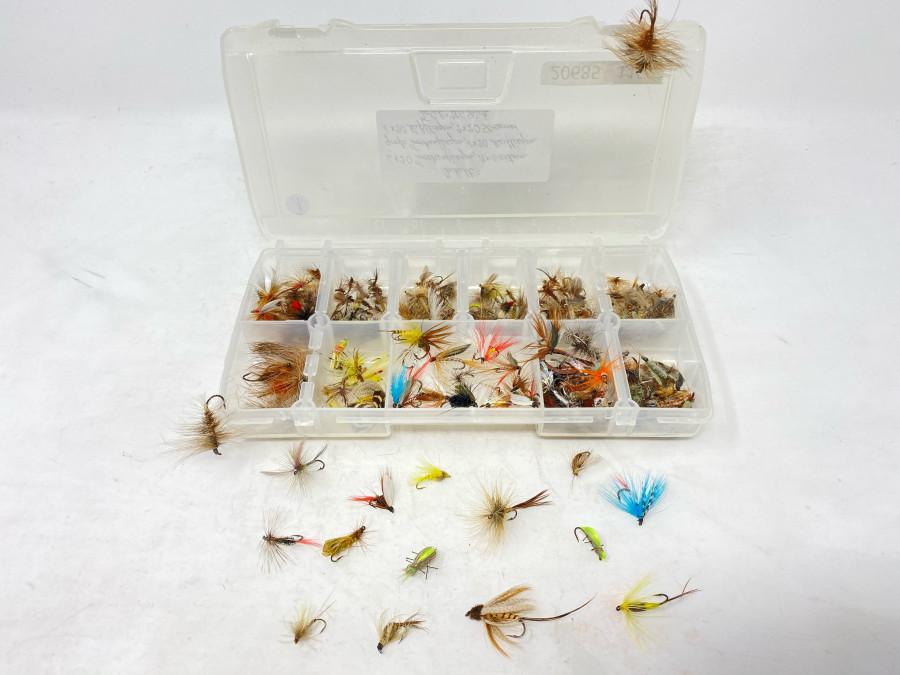 Kunststoff Fliegenbox mit 6x20 Trockenfliegen, 6 extrem große Trockenfliegen, 20 Maifliegen, 20 Nassfliegen, 2x20 Streamer, ingesamt 206 brauchbare Fliegen