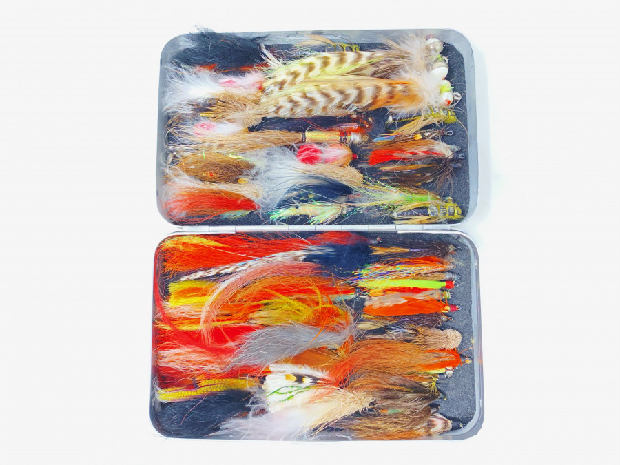 Alu Fliegenbox Perrine mit 66 Lachs- und Alaskafliegen, brauchbare Qualität
