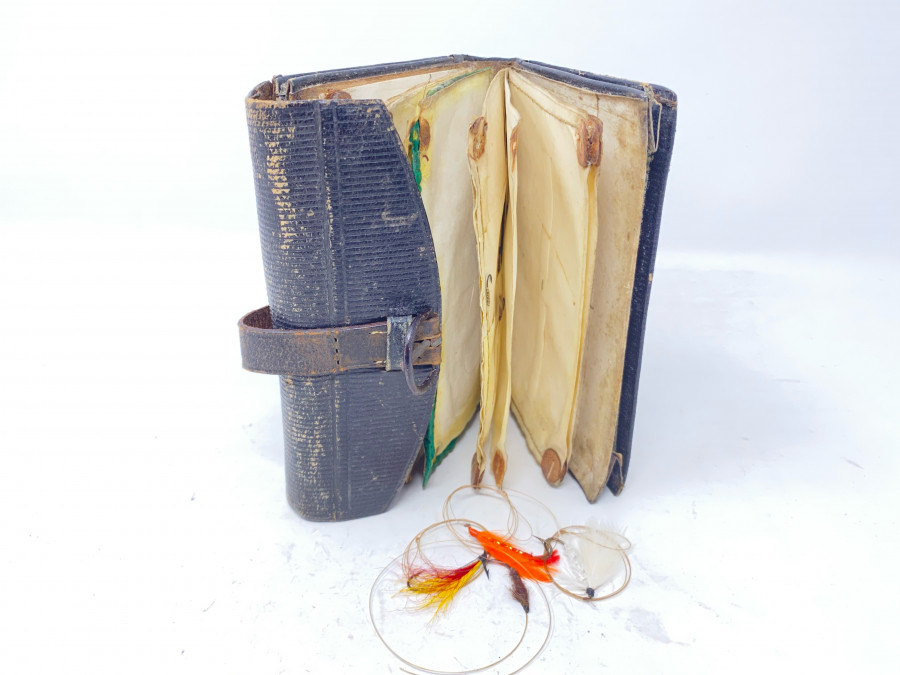 Leder Vorfach- und Fliegen-Wallet, mit einigen Fliegen, Gebrauchsspuren