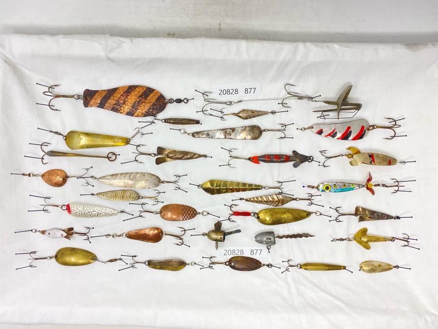 31 alte Schweizer Kunstköder, meist ungepunzt, aber auch Stucki, Kneubühler und Monti dabei. Schöne Sammlerstücke