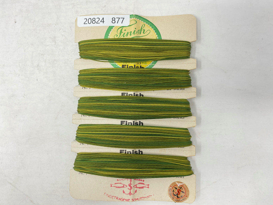 Alte Finish Seidenschnur, 100 Meter, auf alter Schnurkarte. zur eigenen Herstellung von 3 - 4 Seidenfliegenschnüren für Ruten Klasse 3 - 4. Mit genauer Herstellungsanleitung. Es ist toll, mit einer eigenen Schnur Fliege zu fischen. Seidenschnüre sind besser als Kunststoffschnüre