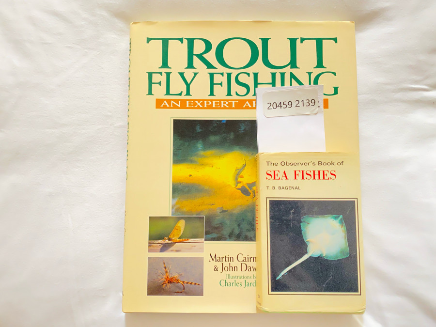 2 Bücher: Trout Fly Fishing An Expert Approach, Martin Cairncross/John Dawson. Illustrated by Charles Chardine, The Observer´s  Book of Sea Fish