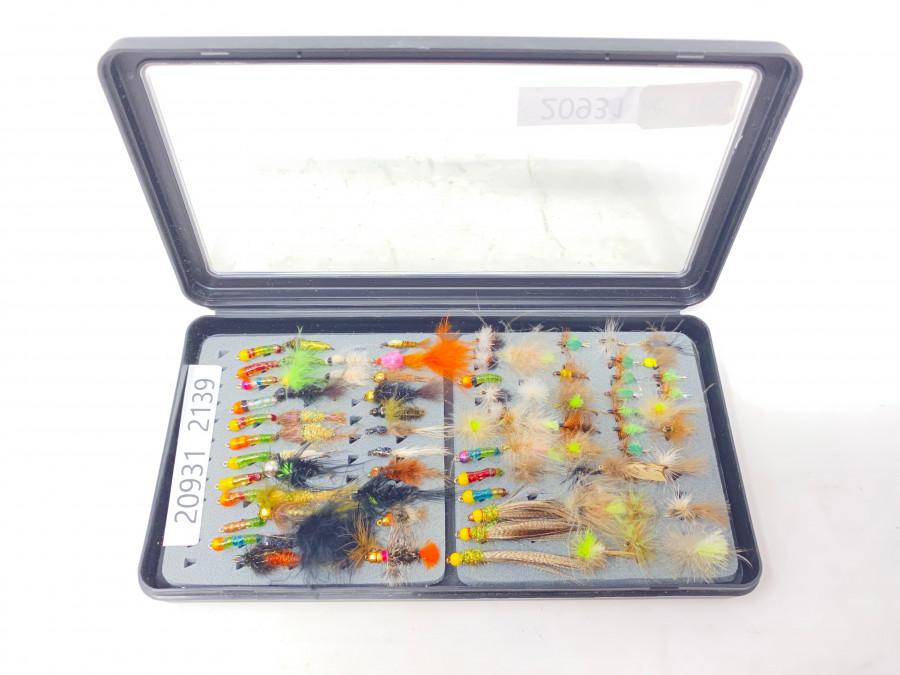 Kunststoff Fliegenbox mi 82 Trockenfliegen, Nymphen und Streamer für Äsche und Forelle