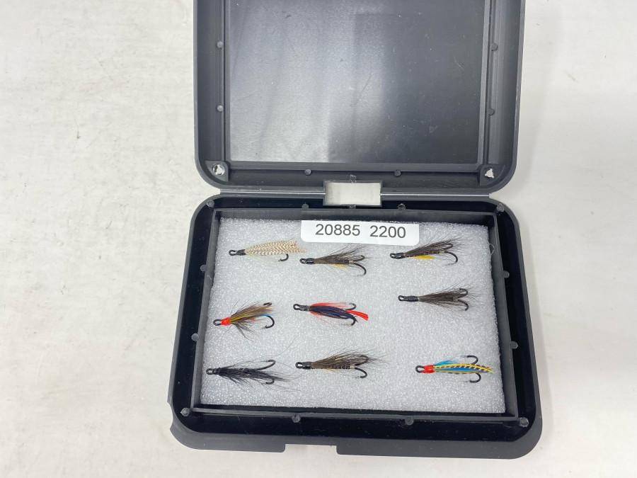 Fliegenbox mit 9 Doppelhaken Lachsfliegen