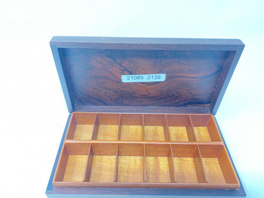 Schöne Holzfliegenbox von RST, mit 12 Fächern, neu
