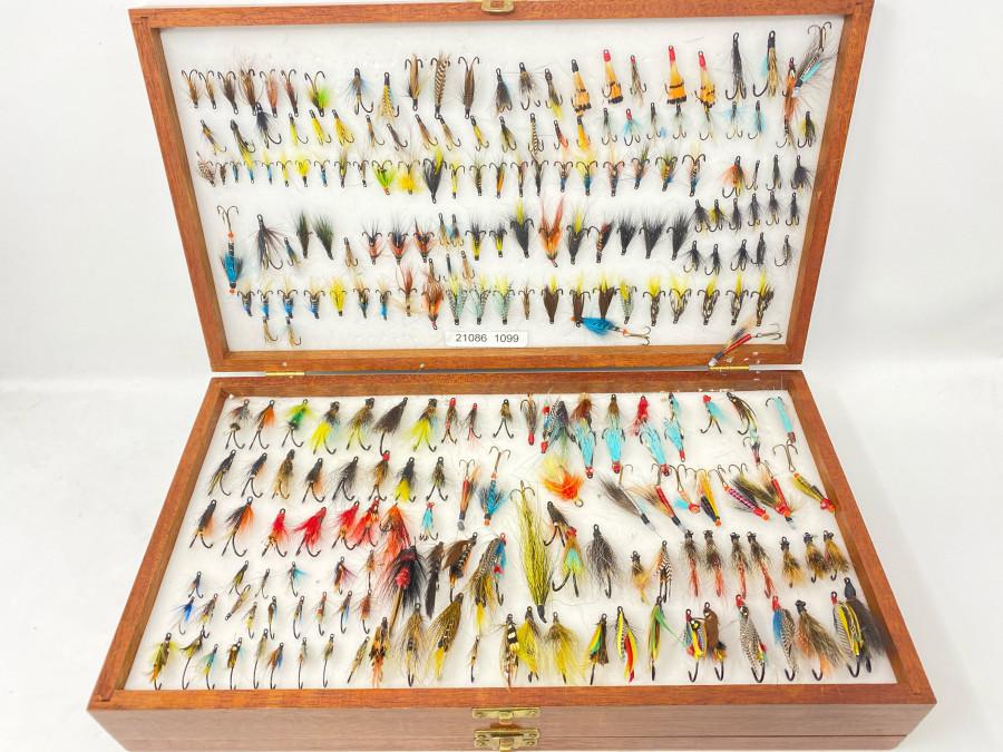 Doppeldecker Fliegenbox aus Mahagoni, mit 275 Lachsfliegen, auf Einfachhaken, Doppelhaken und Drilling, reicht für einige Lachsangelreisen
