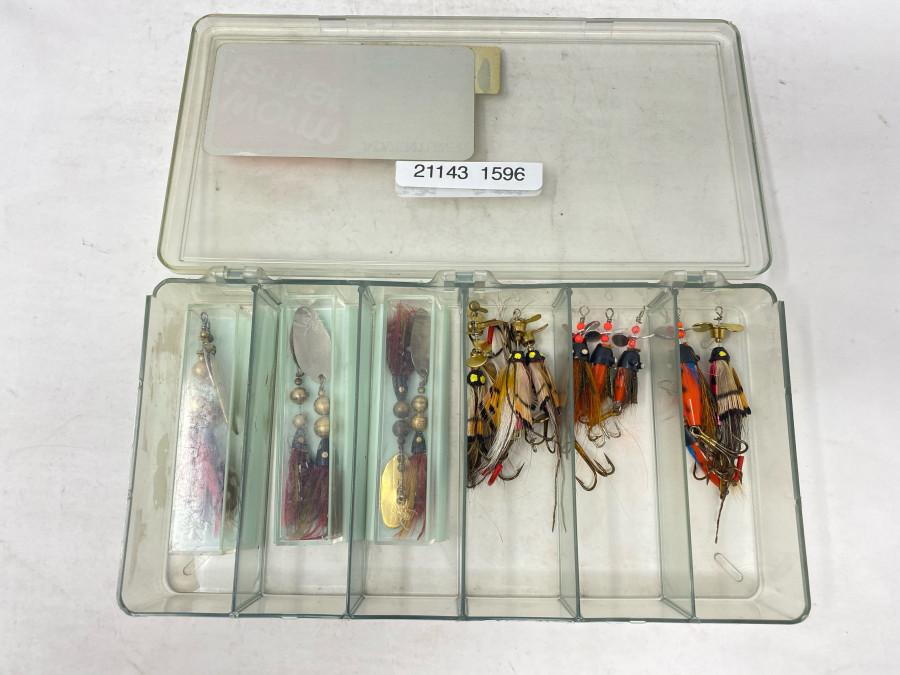 Köderbox mit 17 Spinnern sowie mit Propeller