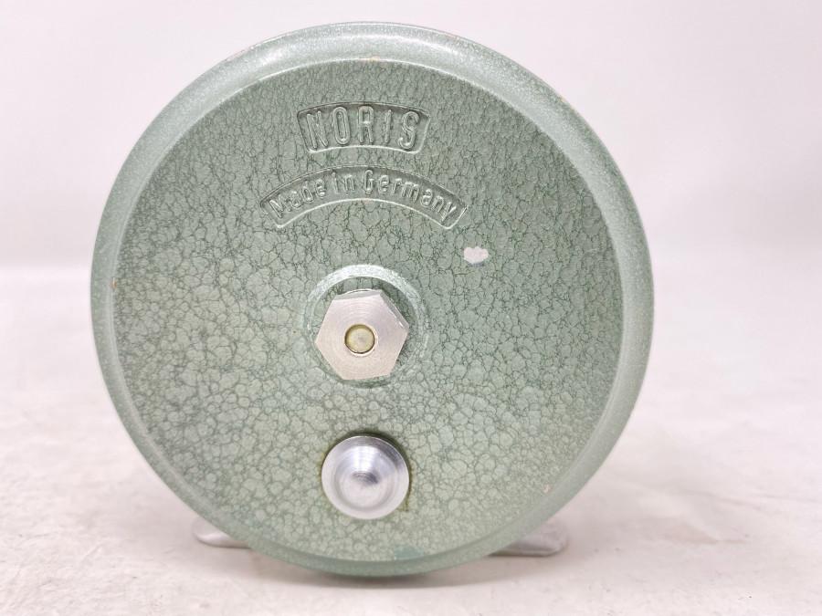 Alte Angelrolle, Noris, Made in Germany, Gehäuse hellgrüne Hammerschlaglackierung, 90mm Rollendurchmesser, 40 mm Rollenbreite, Gebrauchsspuren