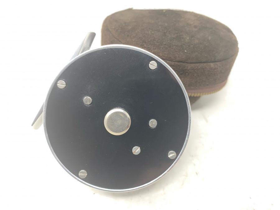 Kleine klassische Fliegenrolle, Rechts- oder Linkshand,  #3/4, Rollendurchmesser 66mm, Rollenmbreite 36mm, neu in Rollenledertasche