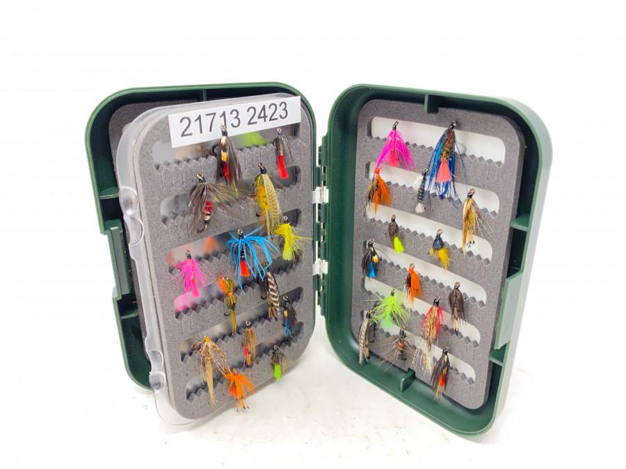 Kunststoff Fliegenbox mit Schaumstoffeinlage, gefüllt mit 62 Nassfliegen, gebunden von Dr. Ingo Karwath, sehr gute Qualität