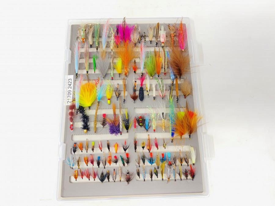 Kunststoff Fliegenbox, Schaumeinlage, gefüllt mit 110 Streamer, Nassfliegen, Meerforellenfliegen, gebunden von Dr. Ingo Karwath, sehr gute Qualität