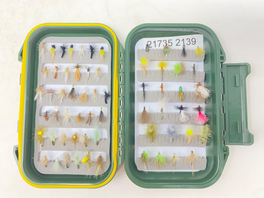 Kunststoff Fliegenbox, Schaumstoffeinlage, mit 62 Trockenfliegen für Äsche und Forelle, gute Qualität