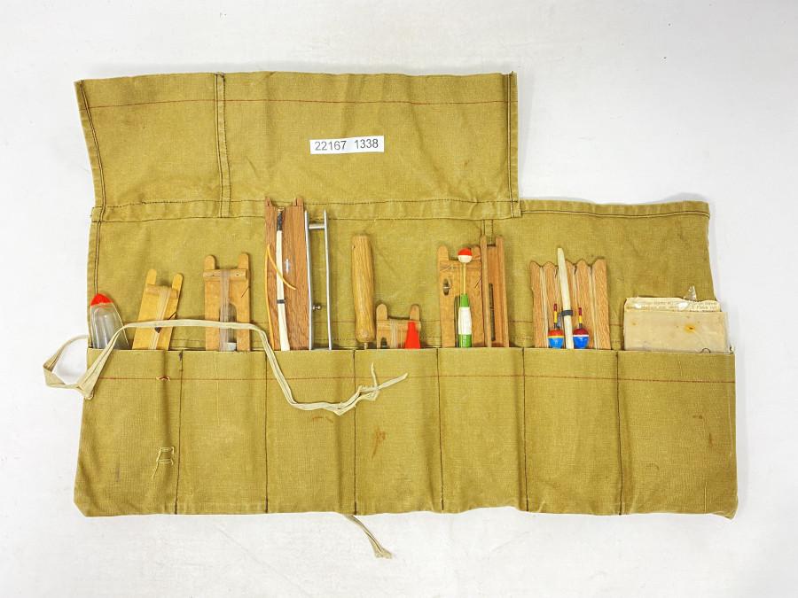6 fertig montierte Angeln, in Leinenrolltasche, selten