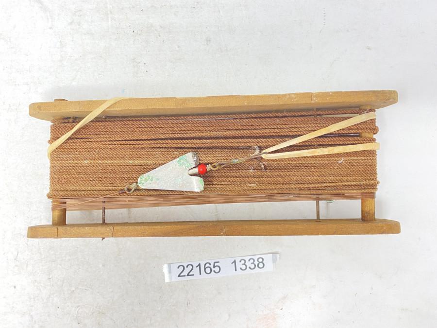 Fertig montierte Handangel mit altem Spinner, Gebrauchsspuren