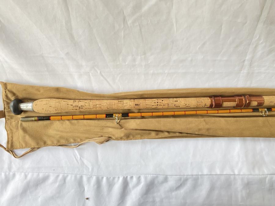 """Gespliesste Karpfenrute, Allcocks """"Superb Carp"""", 2tlg., 310cm, langer Korkgriff, Schiebe/Schraubrollenhalter, Futteral, sehr guter Zustand"""